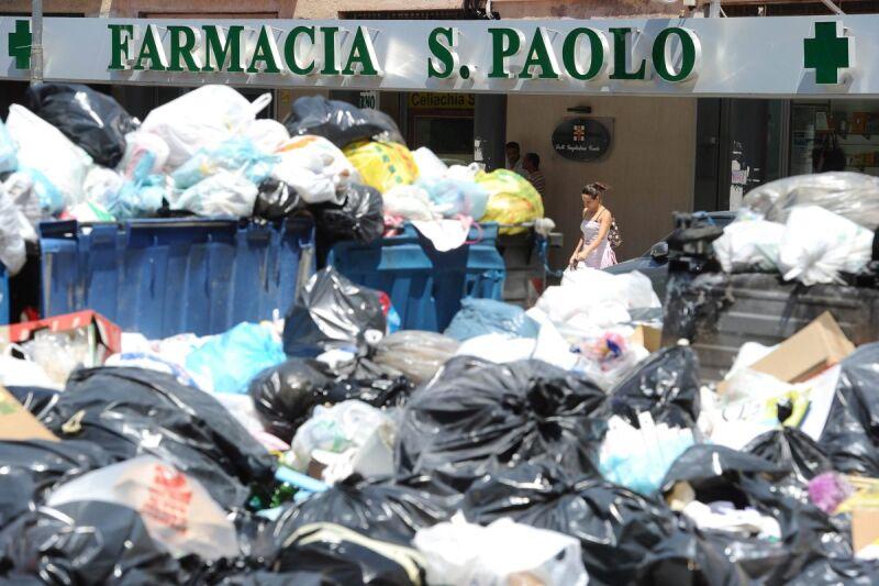 Góry śmieci w Neapolu