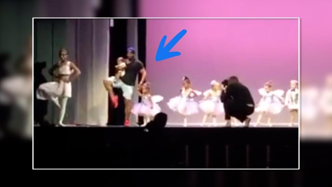 Tata uratował występ córeczki. Gdy ta płakała, on wszedł na scenę i zrobił show