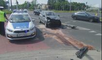Zderzenie samochodu z autobusem. Trzy osoby trafiły do szpitala