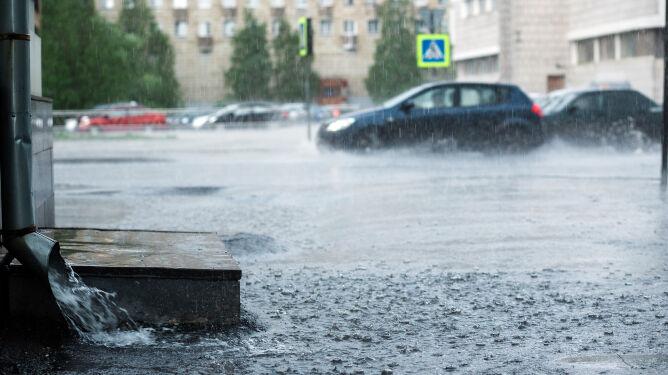 Trudne ostatnie dni sierpnia. Nawet 34 stopnie, ulewy, burze z gradem