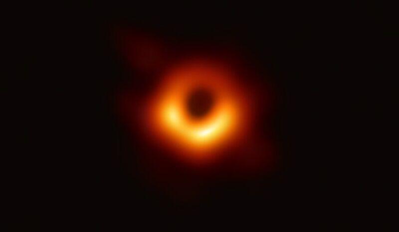 Pierwszy obraz czarnej dziury (EHT Collaboration)